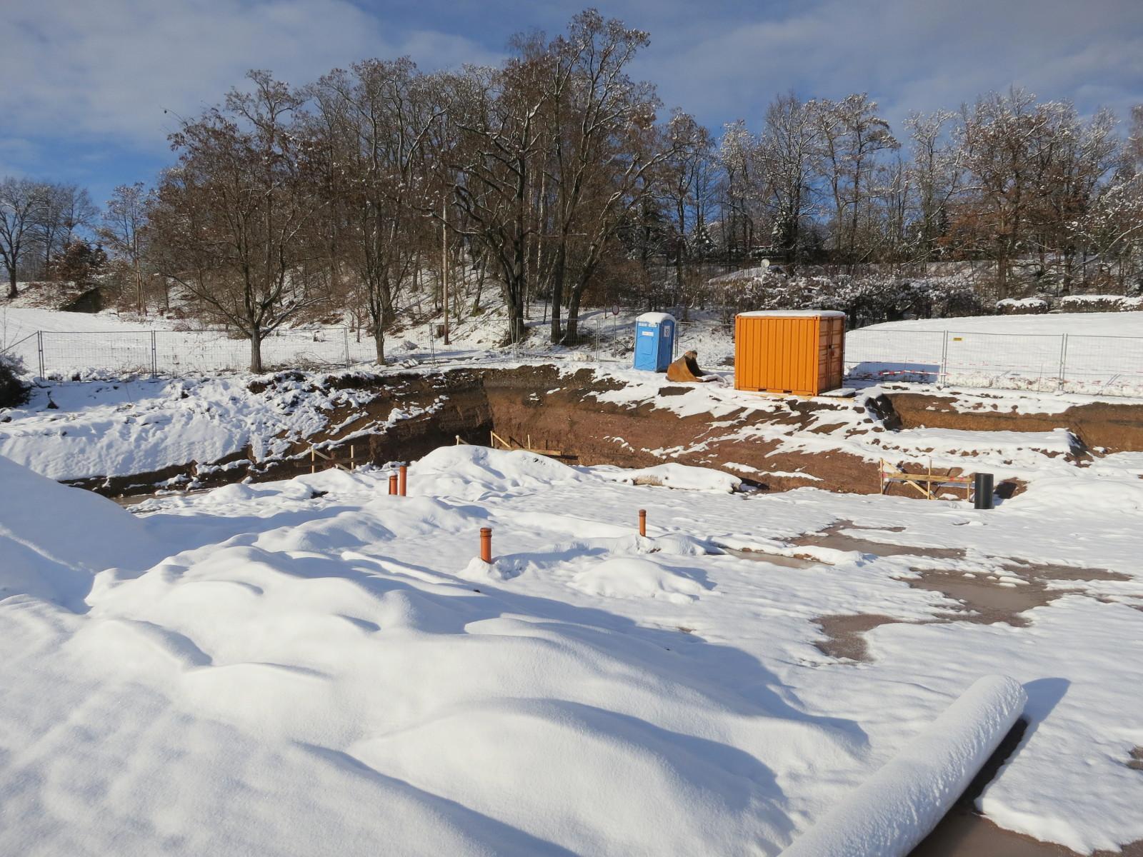Schnee auf der Baustelle